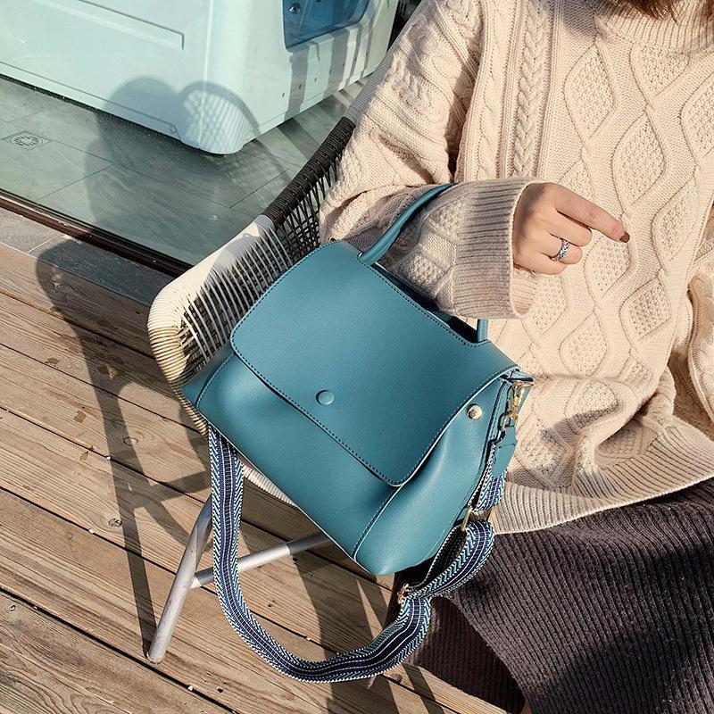 2020 Novas Bolsas Azul Casuais Luxo Senhoras Bolsas De Ombro Coreano Moda Largamente Correia Crossbody Bag Designer Mensageiro