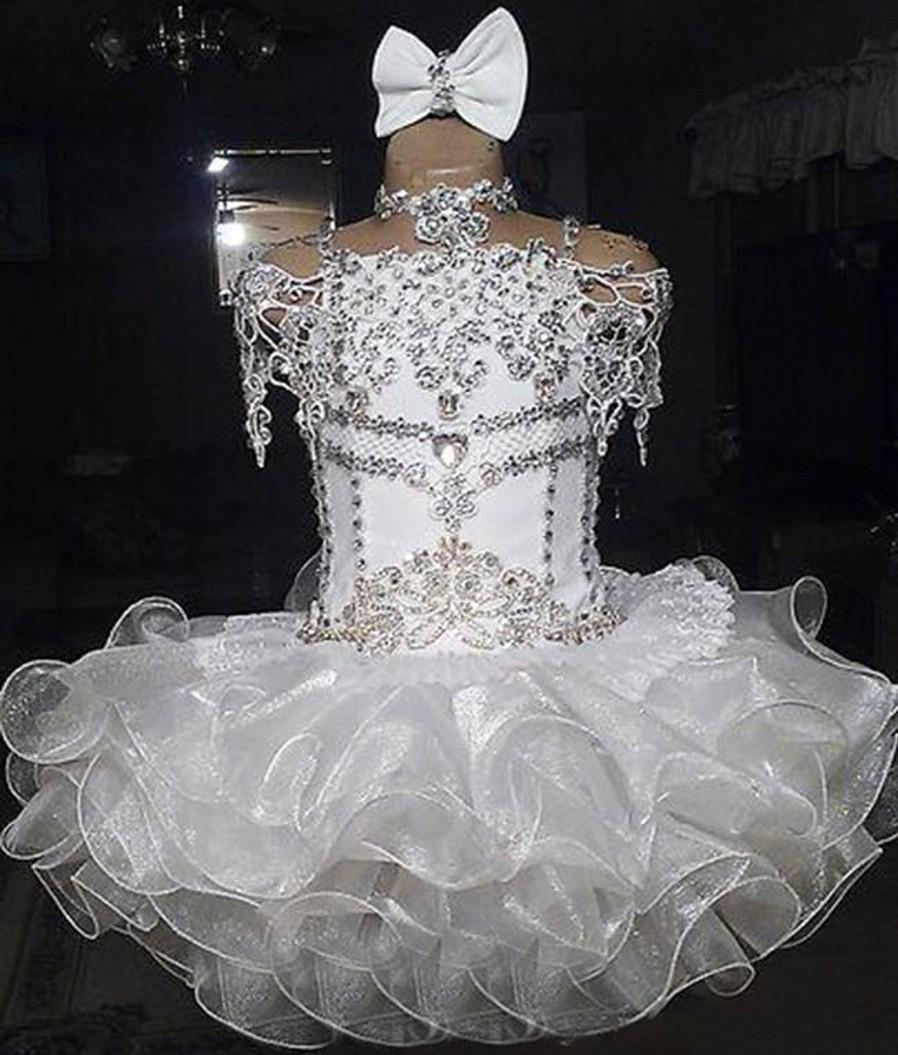 Beyaz kızın Pageant Elbiseler Dantel Boncuklu Halter Kısa Kollu Yay Organze Balo Cupcake Toddler Düğün için Küçük Çiçek Kız Glitz