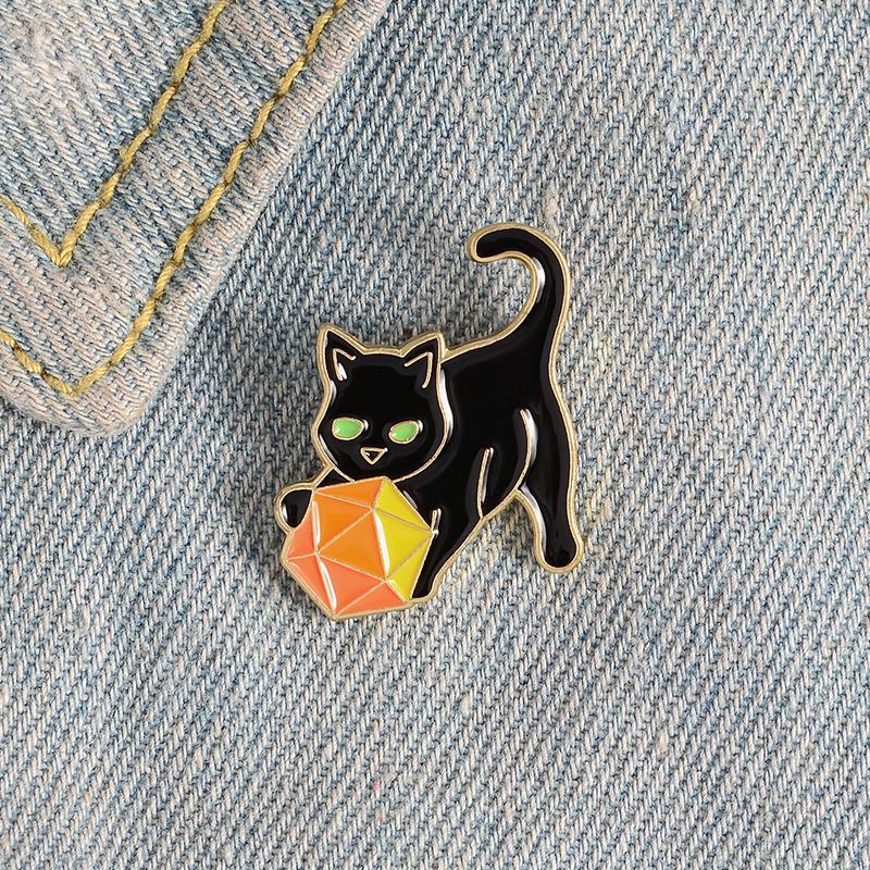 Chat chaton boule émail émaillons 20 coupes de dés badges broches pin cheveaux sacs sac punk dessin animé animal bijoux cadeaux pour amis