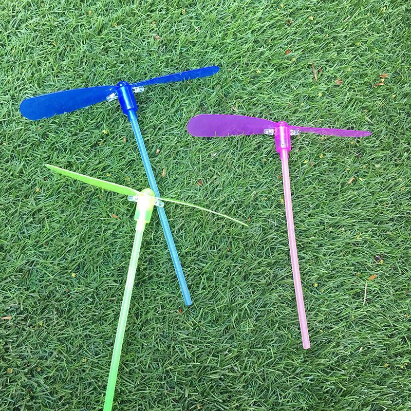 Parachute Bamboo Dragonfly Flying avec la lumière Rocket Sky Sky Ouvrir une nuit d'extérieur Jouet pour enfants enfants