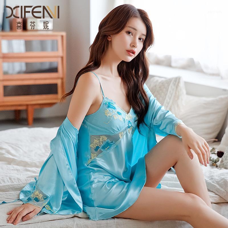 Buz İpek Kadın Nightgowns İki Parçalı Saten İpek Gecelik Seksi Nakış Moda Robe Setleri Kadın Pijama 6623F1