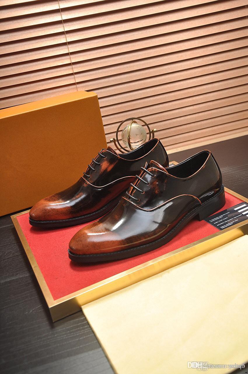 Scarpe da uomo Casual Black 21SS New Fashion Flats Appartamenti a punta Designer di Prestigio Designer di Prestigio Pelle Cuoio Confortevole Ufficio Formale Mens Dress Shoe