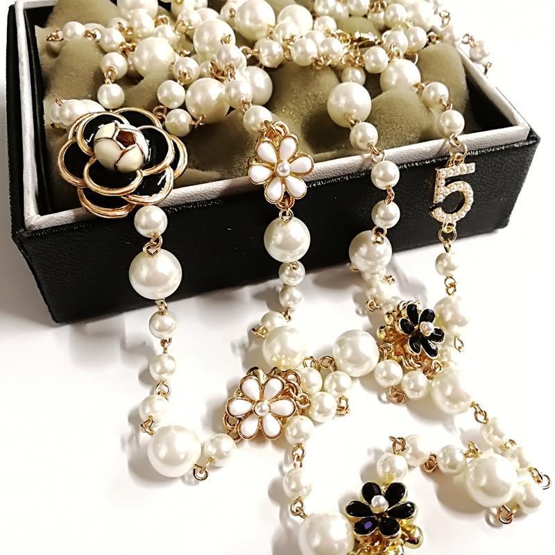 Mimiyagu lange simulierte Perlenkette für Frauen Nr.5 Doppelschicht Collane Lunghe Donna Camelia Maxi Halskette Party