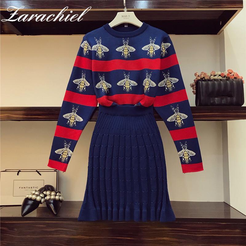 New Fashion Bees Jacquard Punto Hit Hit Color Rayado Mujeres Jersey Suéter + Paquete Hip Platado Falda Traje de 2 piezas Conjunto de ropa A1112