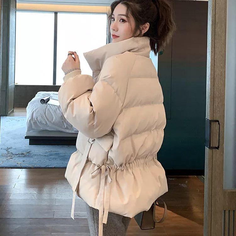 Orta uzunluk aşağı aşağı yastıklı ceket kadın 2020 kış yeni ekmek ceket Kore versiyonu gevşek kısa bel standı yaka ceket