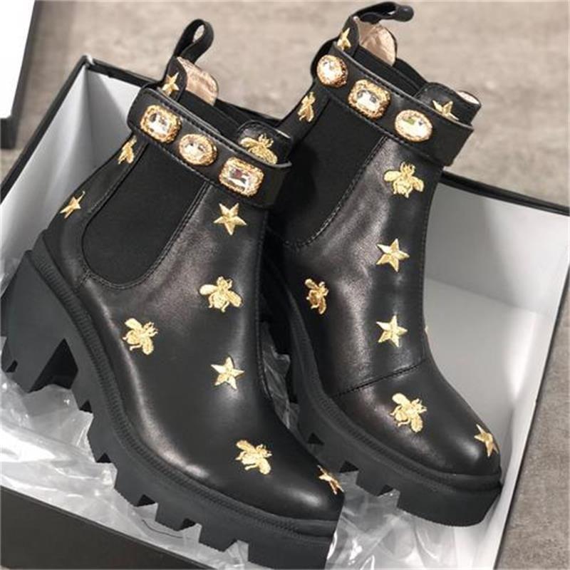 Femmes Designer Bottes Martin Desert Boot Flamingos Love arrow 100% Véritable Cuir Médaille Coiffe de chaussures d'hiver non glissée Taille US5-11