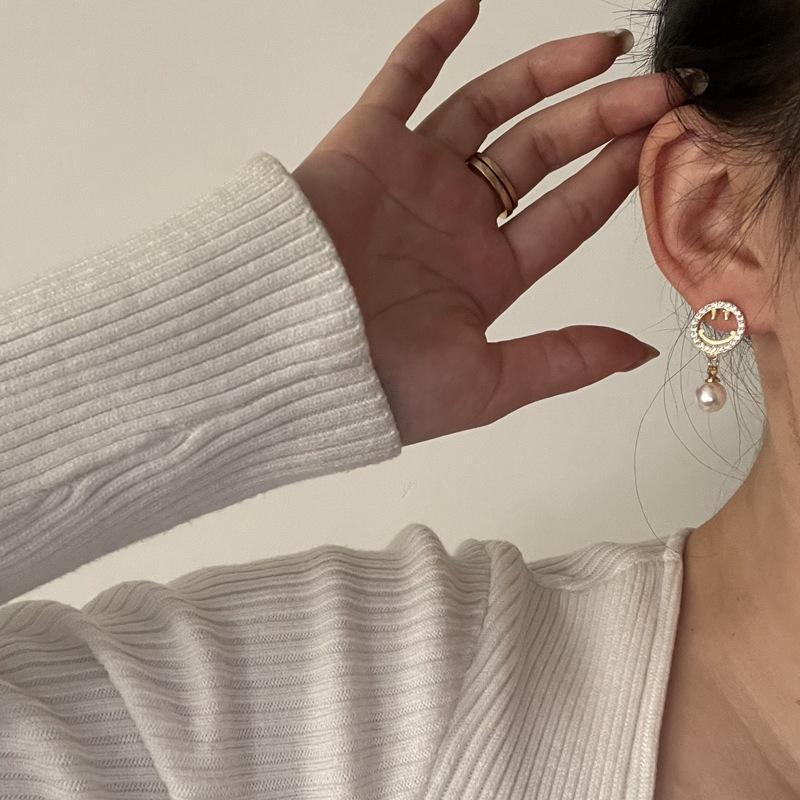 Timeonly asymmetrische Hohlkreis Lächeln Bling Kristall Baumeln Ohrring Simulation Perle Charme Ohrring Für Frauen Damen Schmuck Schmuck
