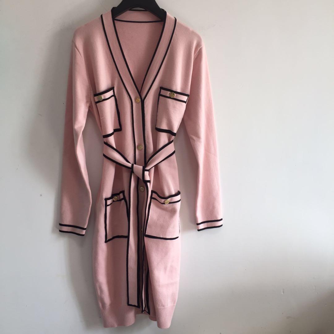 1110 2021 Automne Brand Même style Numéro à manches longues Col Colf Colfeutre Rose Cardigan Bouton Femme Vêtements
