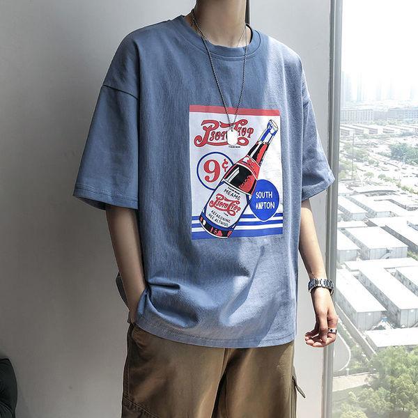 У модных брендов мужской модный бренд с короткими рукавами с короткими рукавами.