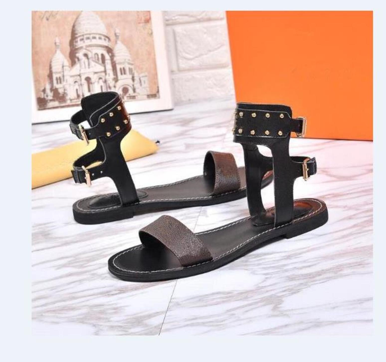 Estilo de venta caliente Moda Mujeres Classic Flats Sandalias Casuales High Qaulity Beach Zapatillas de playa Zapatos Lografos Envío Gratis