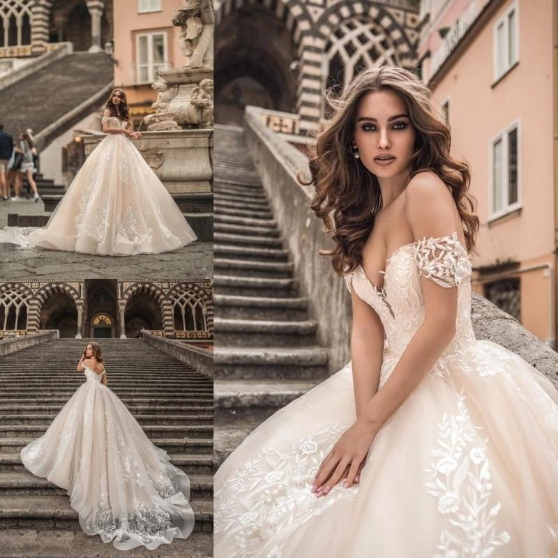 Vintage Champagne Una línea Vestidos de novia Applique de encaje fuera del hombro Precioso Tren de barrido Vestidos nupciales 2021 Vestido de matrimonio