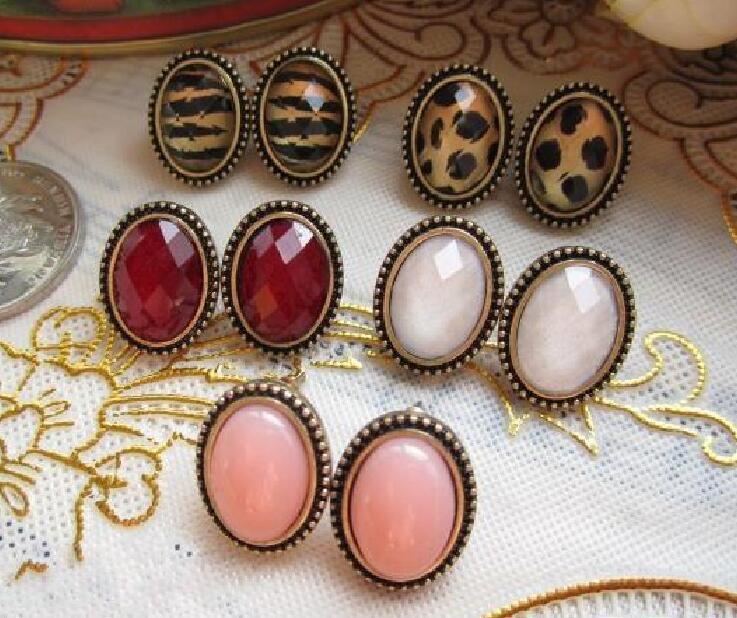 Vintage Cameo Stud ellips Leopard Red Blue Whit Diamond Earring Mix kleuren willekeurig 20 paren = 40pcs