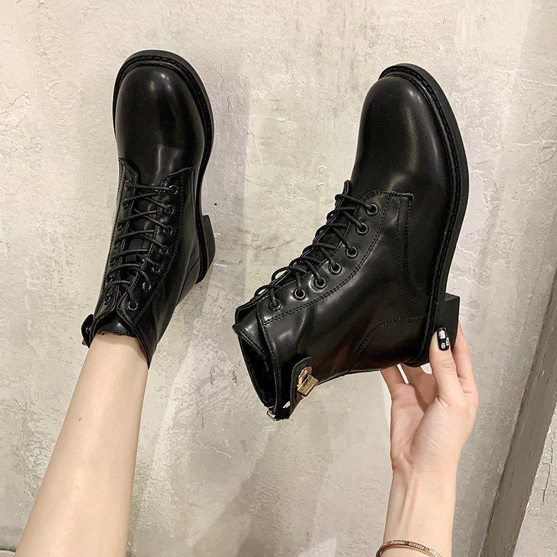 Scarpe in pizzo di punta rotonda stivaletti bianche stivali da stivali da donna - Donne calzature invernali designer di lusso a basso roccia rock 2020 Med moda gomma