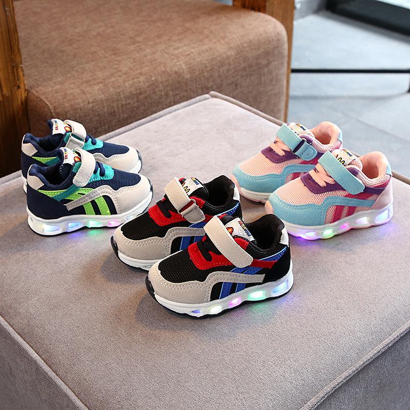 Größe 21-30 Kinder LED-Mädchen beleuchtete glühende Schuhe für Kid Jungen Baby Turnschuhe mit leuchtender Sohle Q1123