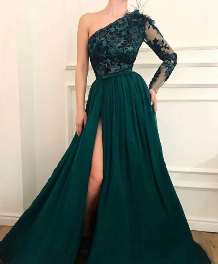 2021 Un hombro cazador verde vestidos de fiesta de piso de longitud de piso una línea dividida mangas largas apliques pluma sexy vestido de noche vestido de fiesta barato