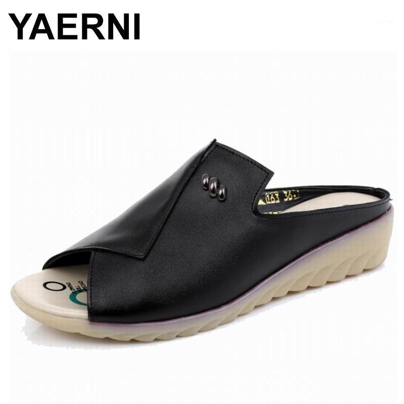 Тапочки Yaerni 2021women тапочки плоские сандалии Geunine кожаный Peep Toe Женские женские Мулы Летняя обувь Большой размер 34-43E8951