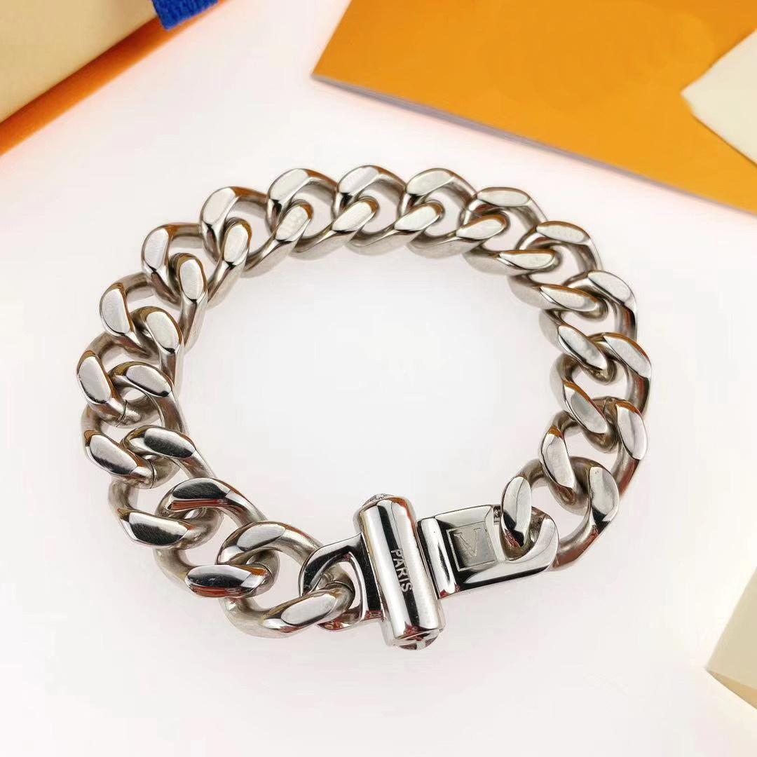 Europa América moda hombres titanio acero grabado cuatro hojas flor v iniciales plata-metal gruesa enlaces de cadena parches pulseras