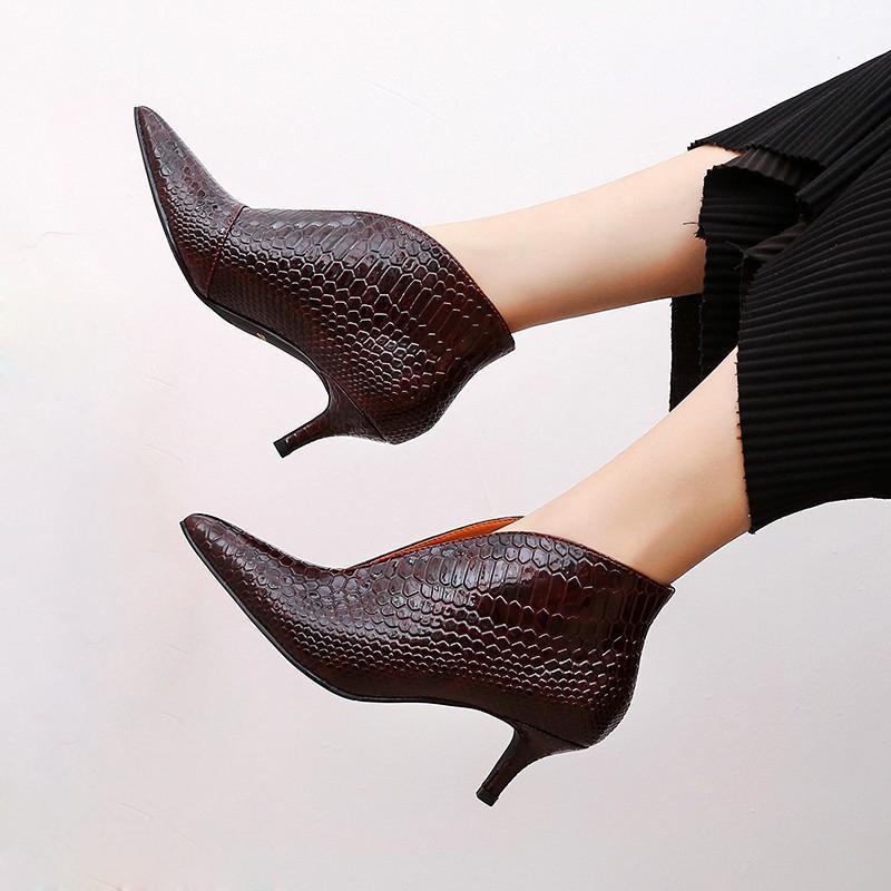 Chaud Sale-Snake Battent Cuir Femmes Pumes Sexy V Bouche Stilettos Haute talon Chaussures Femme Nouveau 2020 pointu Toe Toe Toeis Petites Pompes à talons