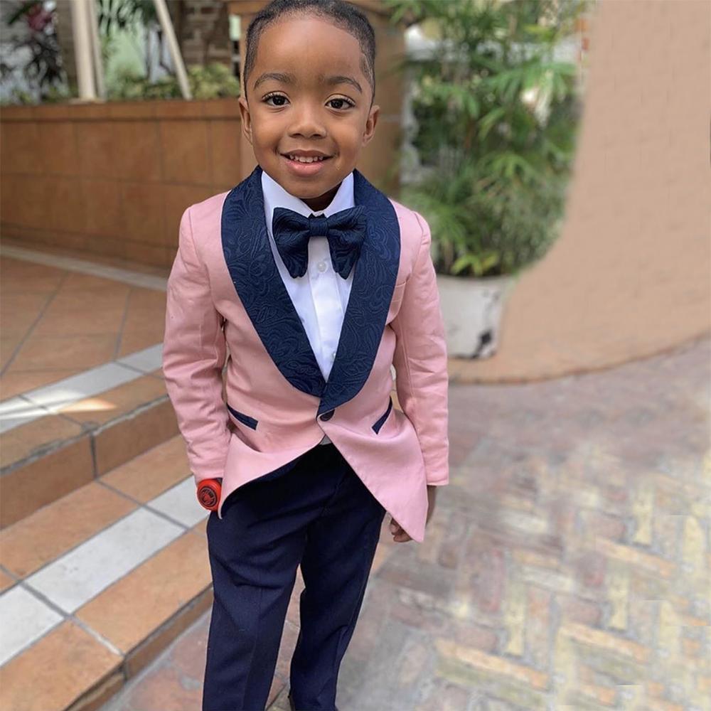 Porteur de sonnerie Porteur de garçon Tuxedos Châle Vapel One Button Enfants Tendant une tenue de costume pour enfants de mariage (veste rose + pantalon de la marine + arc)