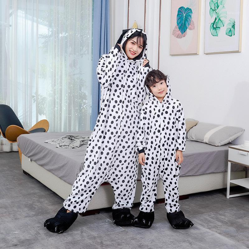 뜨거운 크리스마스 선물 여성 남성 남여 2020 새로운 플란넬 잠옷 가족 일치하는 복장 Dalmatian Dots Onesies 만화 나이트 가운 1