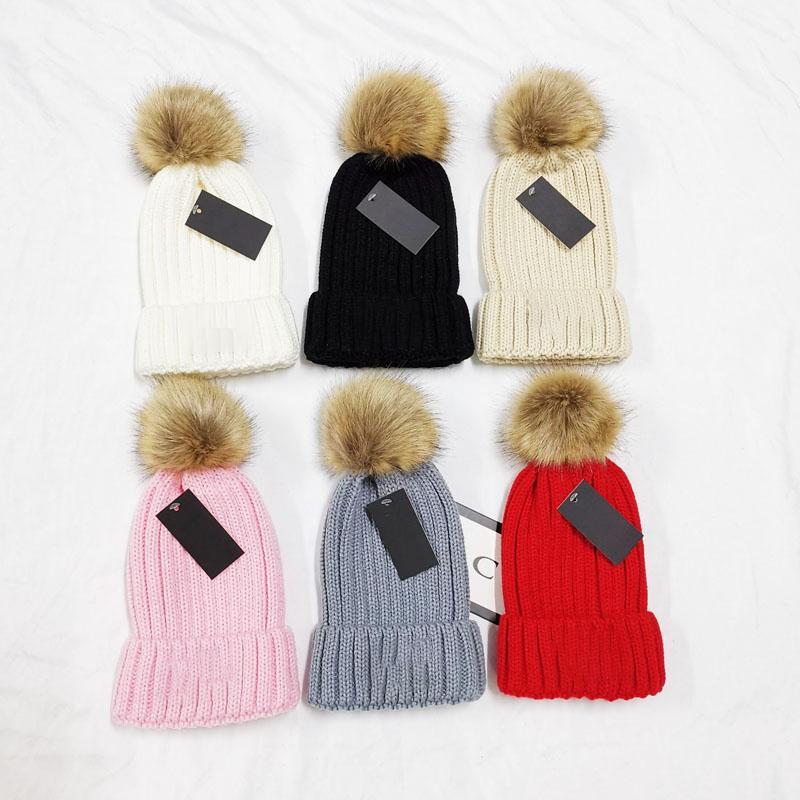 Chapeau de tricot de haute qualité de haute qualité, hiver, femmes, style épais avec véritable ballon de raton laveur, chapeaux de fille chaude