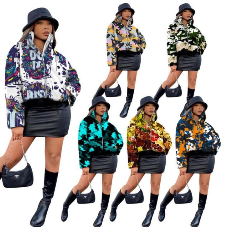 Femmes Down Jacket Camouflage Graffiti Poteau Imprimé Designer 2020 Personnalisé Zipper Stand-up Collier Collier GraceCoat Mode Coton Vêtements Zyy322