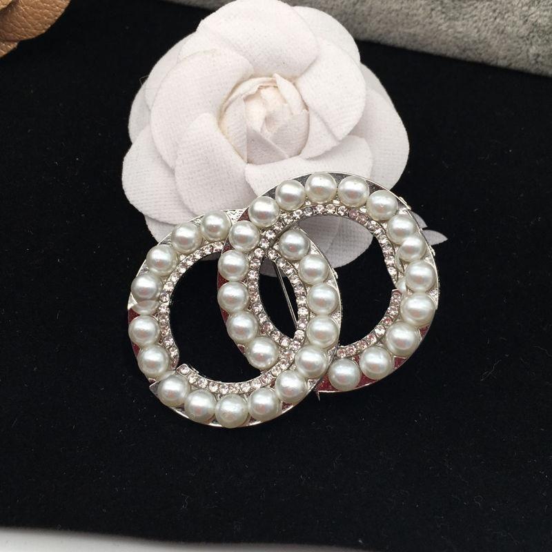 Heißer Verkauf Designer Brosche Berühmte Brief Diamant Broschen Pin Quaste Frauen Luxus Brosche Schmuck Kleidung Dekoration