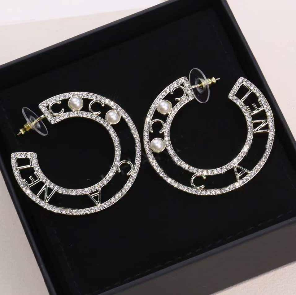 최고 품질의 반 둥근 모양 2.5cm * 4.2cm 여성을위한 다이아몬드와 진주와 함께 웨딩 쥬얼리 선물 무료 배송 PS3685