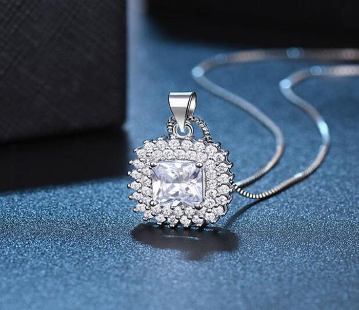 Diamante de Colar de Cristal de Luxo para Mulher Bling Prata Chain Congele Pingente ao redor com Gemstone Branco por atacado jóias