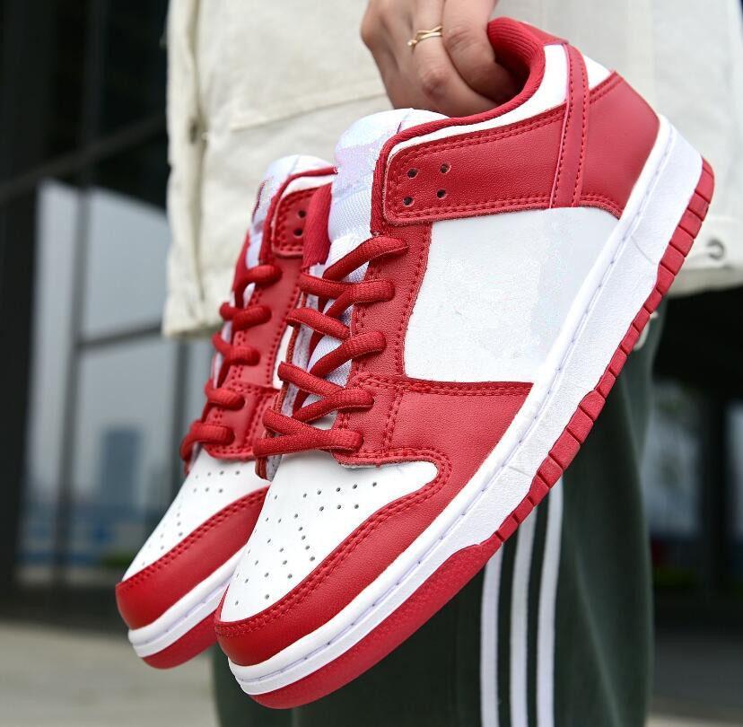 2020 Moda SB Sneakers Trainers para Homens Mulheres Low Top Couro Casual Dunk Shoes Outdoor Skate Sapatos Esportivos 36-44