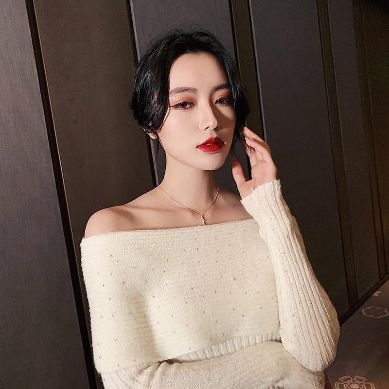 Día de San Valentín 2021 Bambú Colgante de bambú Collar de lujo de la luz de la moda de la red de la red de las mujeres en la cadena de la clavícula del viento fresco del viento del viento.