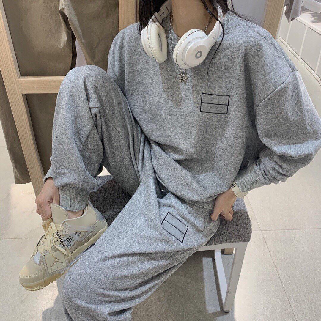 Deux morceaux 2020 États-Unis Couple Hommes Femmes costume Classic Sports Fashion Set chaud Set importé 320g plus Tissu velours Pull gris premium