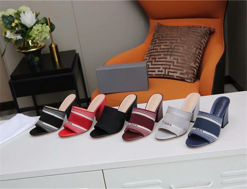 2021 Top Qualität Womens High Heels Sandalen Gestreifte Hausschuhe Schwarz Strickstickerei Ferse Sandale Outdoor Sommer Buchstaben Slipper mit Box