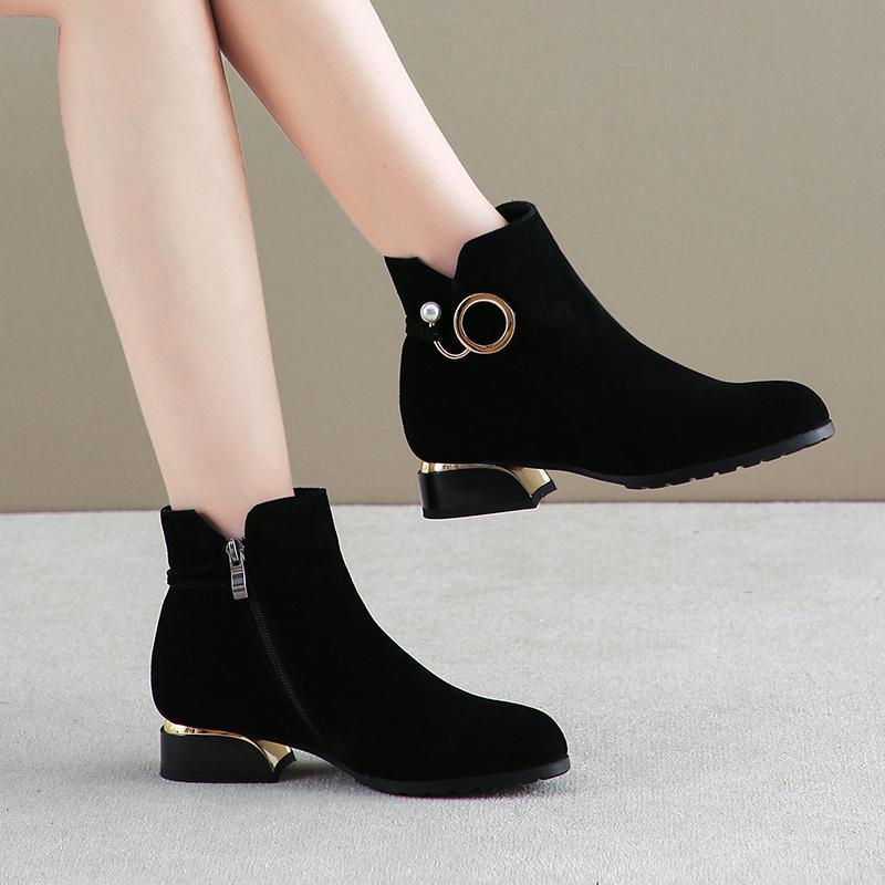 Winter 2020 Mujeres Fake Tobillo Black Suede Pearl Shoes Cuadrado Tacones Mujer Botas MÁS TAMAÑO DE MÁS TAMAÑO WIAW