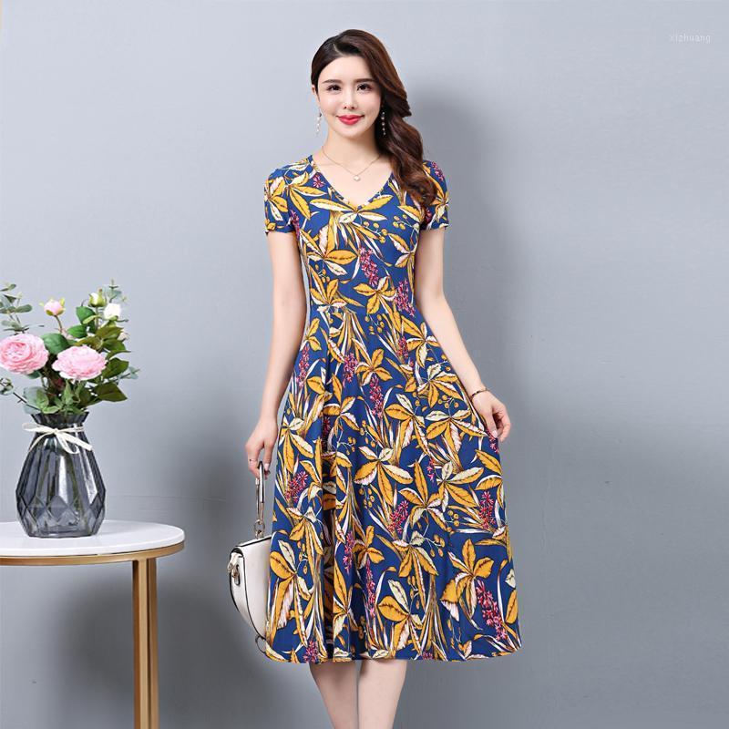 2020 Vestidos de verano con cuello en V Impresión informal Femme Robe Imprimir Manga corta Vestido casual más Tamaño 5xl Mujer vestido1