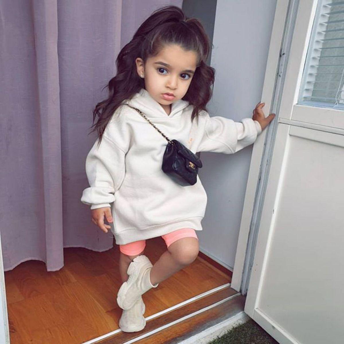 2020 neues Mädchen Reine weiße Gewebe mit Kapuze Langarm Elastizität Pullover Langer Rock