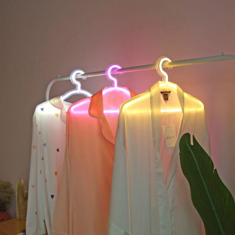 Creative Led Ropa Perchero Neón Luz Ropa Colgadores Ins Instrucciones de la lámpara de la lámpara Romántico vestido de novia Decorativo Ropa-Rack T9I00950