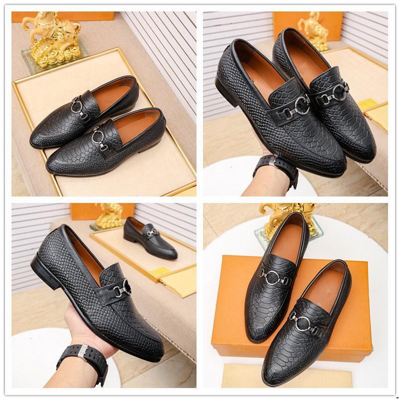 Scarpe da uomo Oxford Scarpe Designer Man Dress Shoe Shoe Maschio di grandi dimensioni Business Casual Scarpe Casual Luxury Lace Up Men Vintage Black Antiscivolo Scarpe formali