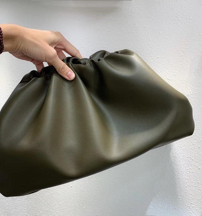 최고 품질 정품 가죽 유명한 Desinger 브랜드 파우치 소프트 송아지 가죽 숙녀 큰 클러치 백 손 패션 여성 구름 가방