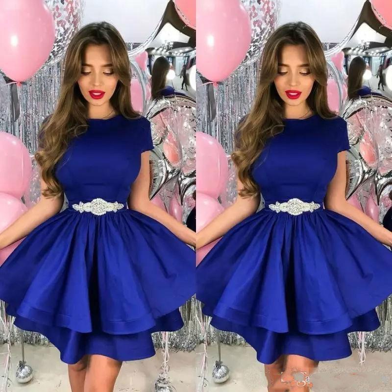 Royal Blue Short Prom Dresses Gioiello Neck Neck Abiti a teiera Abiti da ritorno per il ginocchio Abiti da sera satinata con cristallo