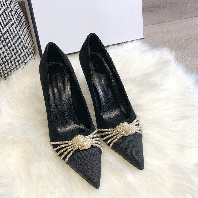 2020 المصدمات الفاخرة أحذية النساء جلد اللباس أحذية سوداء خنجر كعب المرأة حفل زفاف حزب أحذية معقناة صندوق