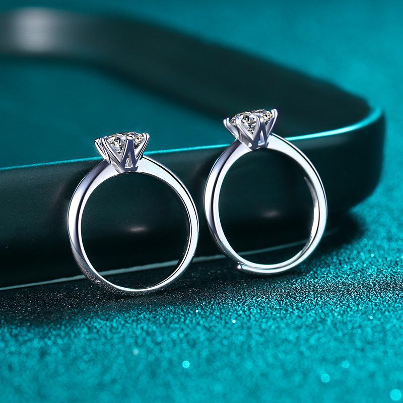 Womens 925 Sterling Silver Ring com PT950 Banhado em Ouro 1 Karat Moissanite Six-Garra T-Home Diamond Ring atualmente disponível