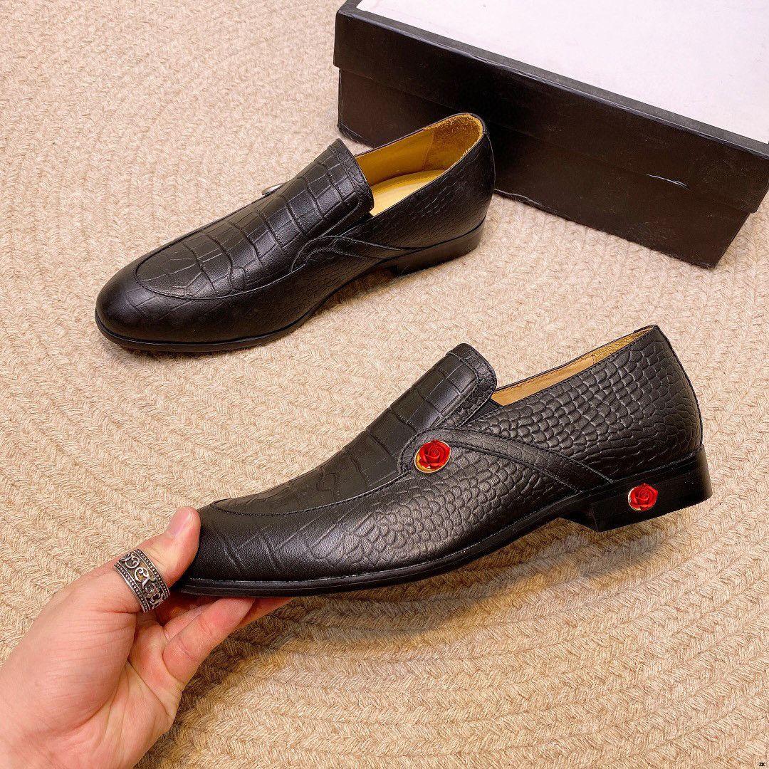 Chaussures Oxford pour hommes Brown robe de bureau Chaussures Hommes pointus Toe Chaussures pour hommes Cuir Noir Chaussure Homme Mariage Sapato Social