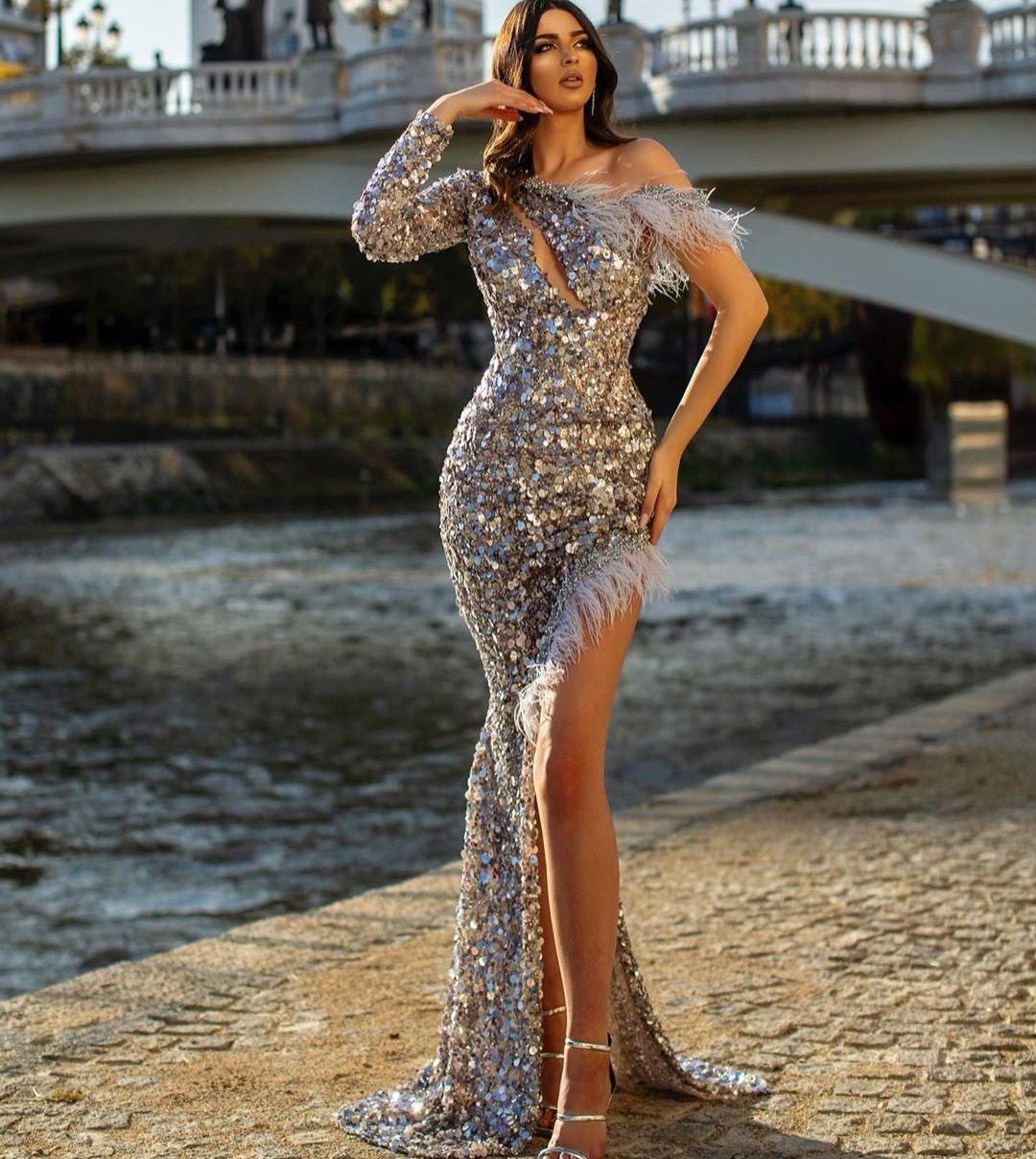 Shining Sequined Evening Dresses One Shoulder Long Sleeves Side Split Prom Celebrity Gowns Feather Sexy Plus Size Formal Party Dress
