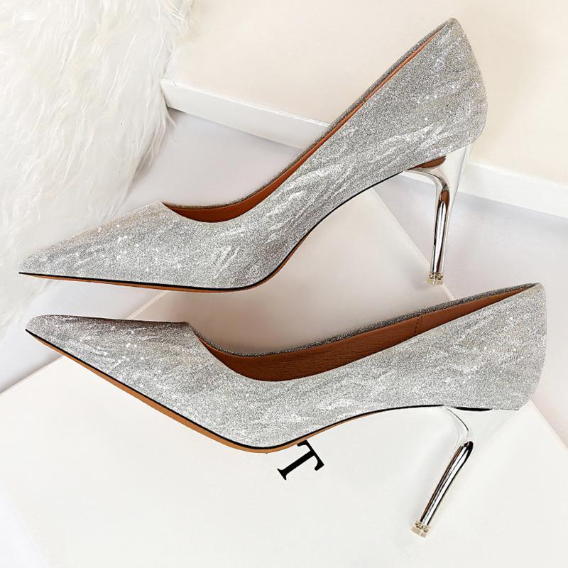 Zapatillas de vestir 2021 Mujeres de lujo Bling Gold Silver 5CM 7 cm 9 cm Tacones altos Bombas Lady Scarpins Glitter Fiesta Baja Boda de novia Boda Prom