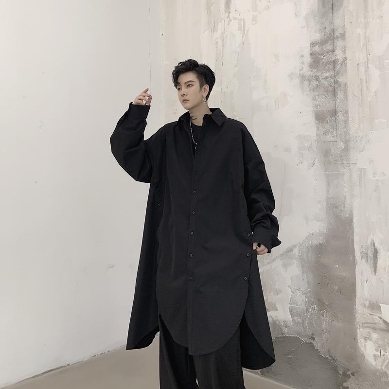 Мужской Япония Streetwear Hip Hop Party Dress Рубашка Пальто Мужчины Длинные Рукава Свободная Боковая кнопка Повседневная Длинная Рубашка Кардиган Стадия Костюмы1