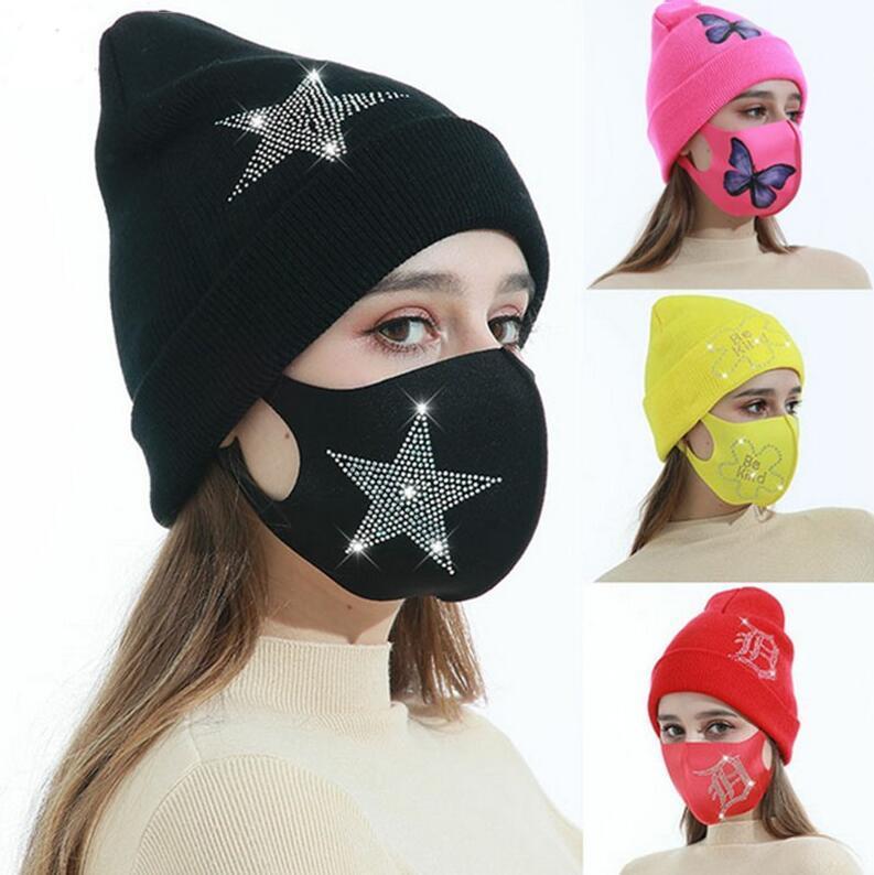 Mujeres de punto Goreie Hat and Face Mask Mariposa Diamante Diseñadores Dulces Color Invierno Sombrero Cálido Hielo Seda Mascarilla Mascarilla Mascarillas Mascarillas Set E112103
