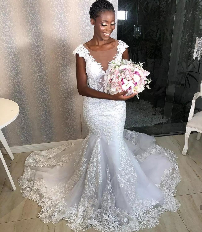 2021 Retro Beyaz Dantel Mermaid Gelinlik Afrika Kadınlar Cap Sleeve Aplikler Gelinlikler Açık Boning Uzun Evlilik Elbiseleri