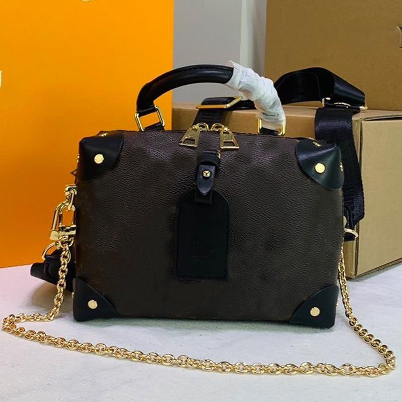 Luxurys 디자이너 가방 쁘띠 Malle Souple 여성 토트 백 가방 전체 가죽 양각 태그 라운드 박스 가방 검은 핸드백 엠 보스 지갑 M45571 M45531