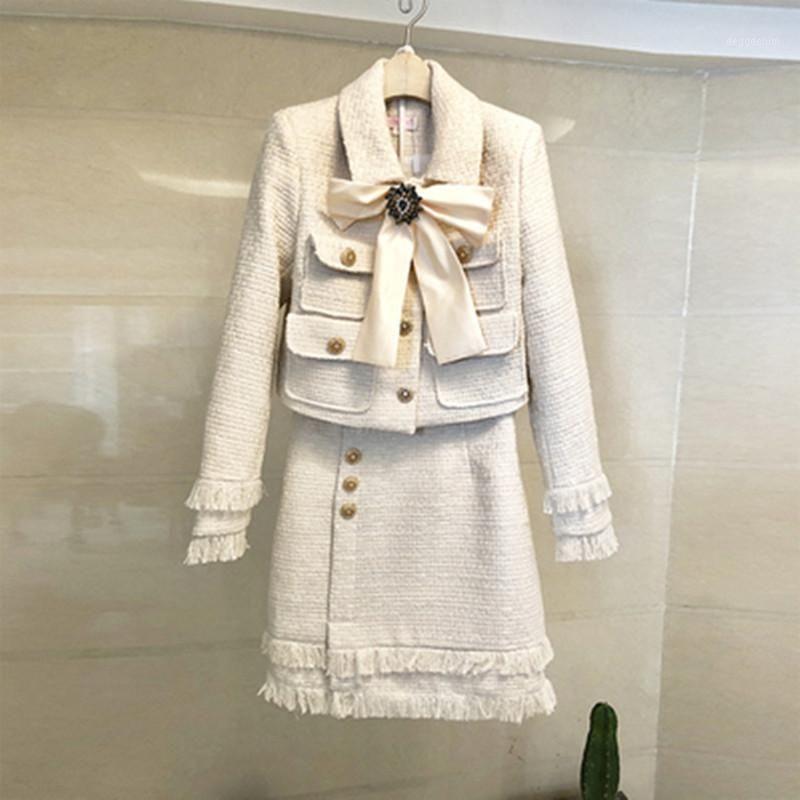 Два куска платья взлетно-посадочная полоса леди шерсть 2 набор 2021 зимние женщины роскошный алмазный лук золото короткий твид куртка пальто + мода кисточка карандаш юбка Suite1